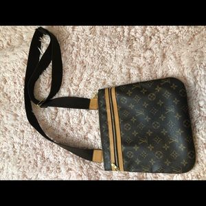 ***AUTHENTIC*** Louis Vuitton crossbody bag